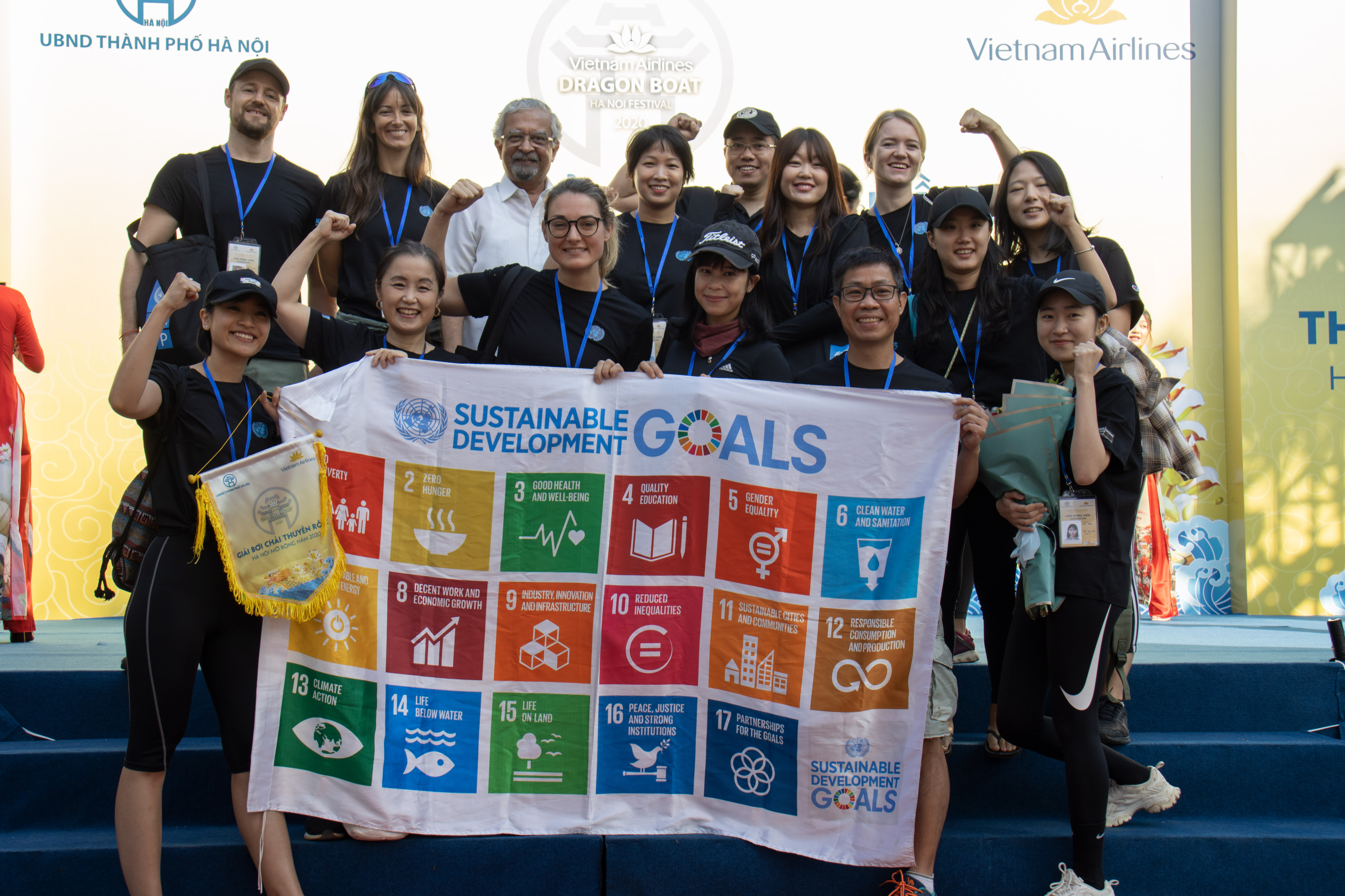 The UN in Viet Nam dragon boat promotes One UN Spirit for UN75 and Sustainable Development Goals